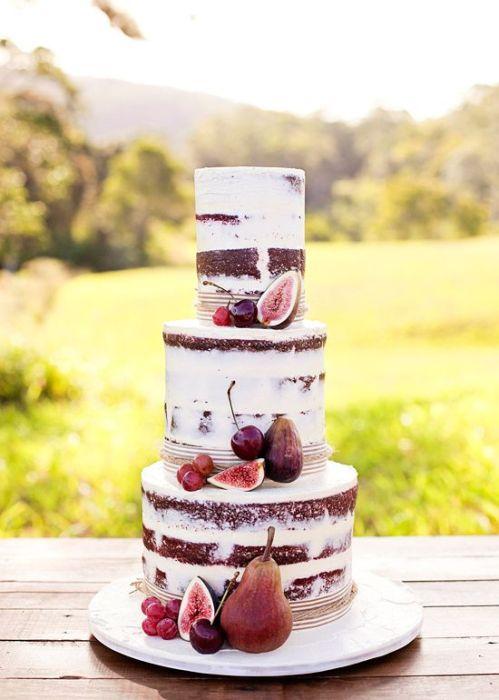 Tarta de boda desnuda para una boda de color blanco y granate o marsala